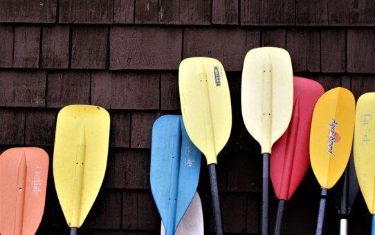 Pick the right kayak paddle
