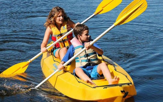 What to Pack When Taking Your Kids Kayaking